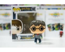 Гарри Поттер с шаром предсказаний