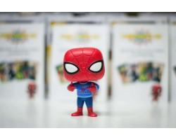 Рождественский Человек-паук в уродливом свитере