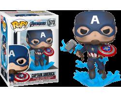 Капитан Америка со сломанным щитом и мьёльниром из фильма Мстители: Финал