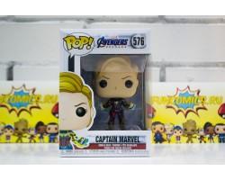Капитан Марвел с короткими волосами из фильма Мстители: Финал
