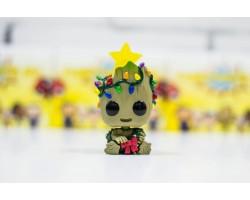 Рождественский Грут в гирлянде