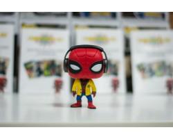Человек-Паук в наушниках