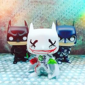 Больше прекрасных Бэтменов уже на нашем сайте funcomics.ru😉 ⠀ А у вас есть любимый образ Темного рыцаря из какого-то фильма или комикса? Делитесь в комментариях➡️